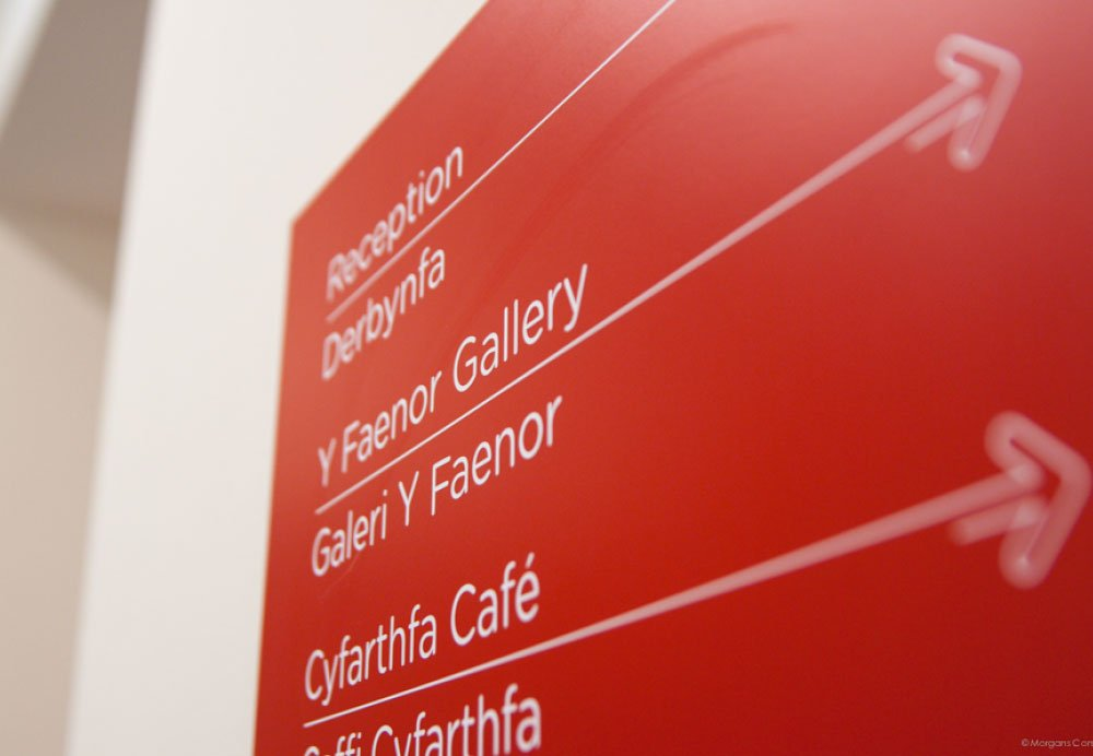 wayfinding redhouse sign