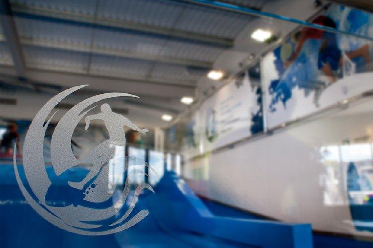 Glass manifestation logo
